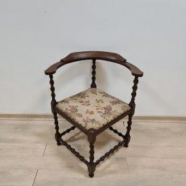Kampinė kėdė